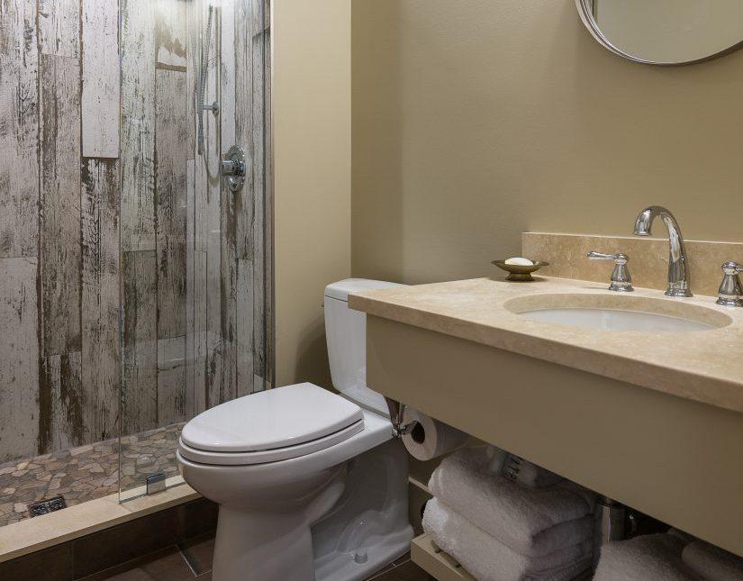 Secretariat - Bathroom